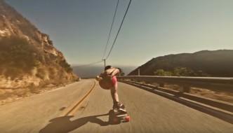 Crazy Downhill Skateboarding in mutande!